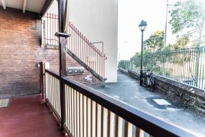 A balcony or terrace at Famous Sydney Heritage Townhouse @ The Rocks/Harbour Bridge