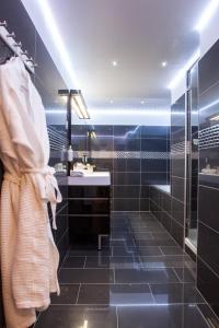 Een badkamer bij Hôtel de France
