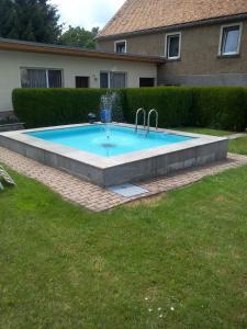Der Swimmingpool an oder in der Nähe von Hotel & Pension Aßmann