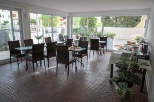 A restaurant or other place to eat at B&B and Apartments Le Torrette
