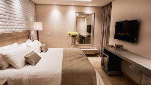 A bed or beds in a room at Hotel Boutique Maree
