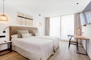 A bed or beds in a room at Hotel Sa Clau by Mambo