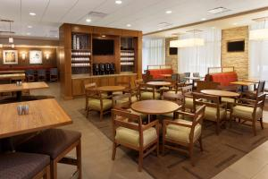 The lounge or bar area at Hyatt Place Austin Downtown