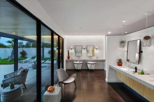 A restaurant or other place to eat at Andaz Scottsdale Resort & Bungalows