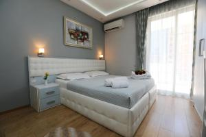 A bed or beds in a room at Hotel Boutique Vila Verde