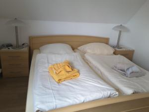 A bed or beds in a room at Haus Scheel