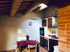 A kitchen or kitchenette at Il casale nel tufo