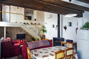 A seating area at Casa del Hortelano