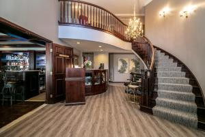 The lobby or reception area at Abbotsford Suite
