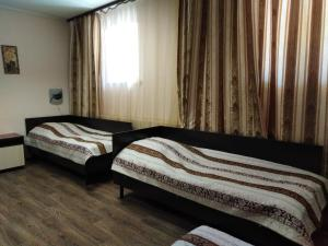 A bed or beds in a room at Гостиница Мироновская