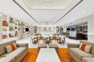 A restaurant or other place to eat at Citymax Hotel Al Barsha at the Mall