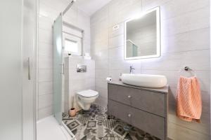 A bathroom at Luxurious Villa Natali