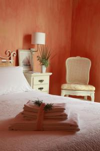 Een bed of bedden in een kamer bij Albergo Ristorante Egadi