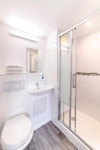 Salle de bains dans l'établissement Fasthotel Macon Nord