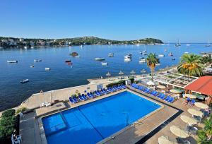 Widok na basen w obiekcie Globales Verdemar lub jego pobliżu