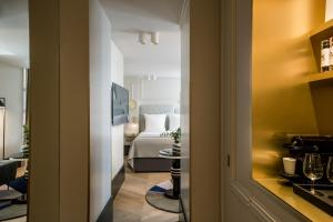 A bathroom at Maison Armance - Esprit de France