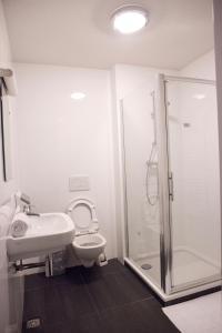 Um banheiro em St Christophers Inn at The Winston