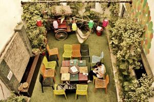 Ein Restaurant oder anderes Speiselokal in der Unterkunft goSTOPS Delhi