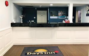 The lobby or reception area at Days Inn by Wyndham Kamloops BC