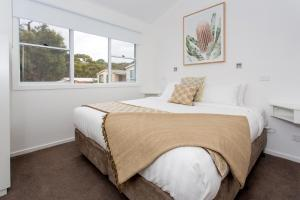 A bed or beds in a room at BIG4 Anglesea Holiday Park