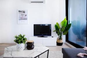 A television and/or entertainment center at 25*Empire*1Br1Bth*Pinkytoffee*MelCen CBD*FreeTram*