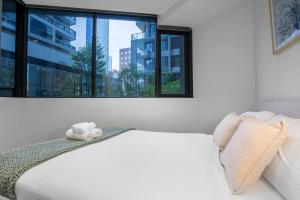 A bed or beds in a room at 90*Manhattan@2Bd1Bth*SouthernCross*FreeTram*SkyBus