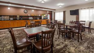 A restaurant or other place to eat at Best Western Plus Wakeeney Inn & Suites
