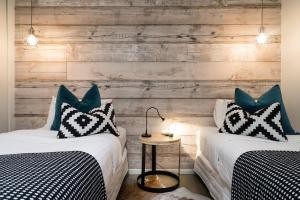 A bed or beds in a room at Aquabelle Apartments