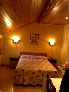A bed or beds in a room at Hostal Can Josep