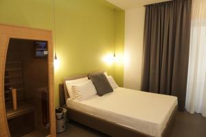 Un ou plusieurs lits dans un hébergement de l'établissement Cellamare Suite & Spa