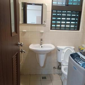 A bathroom at Comfy Zhongzheng