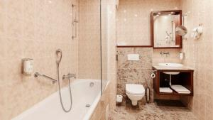 A bathroom at Grandhotel Brno
