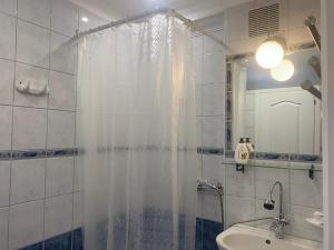 A bathroom at Barbara Vendégház