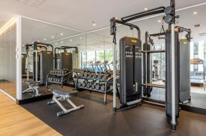 The fitness center and/or fitness facilities at Ilunion Barcelona