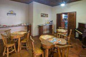 Um restaurante ou outro lugar para comer em Pousada Acquarela