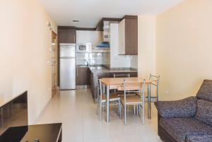 A kitchen or kitchenette at APARTAMENTOS CASAS NOVAS