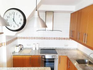 A kitchen or kitchenette at Bungalows Sonneland Maspalomas