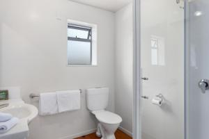 A bathroom at White Island Rendezvous