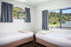 A bed or beds in a room at White Island Rendezvous
