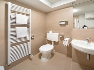A bathroom at Art Hotel Aachen
