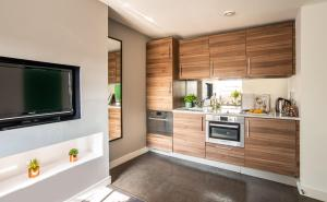 A kitchen or kitchenette at Native Hyde Park