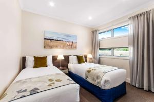 A bed or beds in a room at Comfort Inn & Suites Warragul