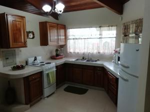 Una cocina o zona de cocina en Finca Vibran B & B