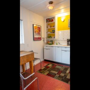 A kitchen or kitchenette at The Motor Lodge