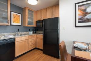 A kitchen or kitchenette at Residence Inn Glenwood Springs