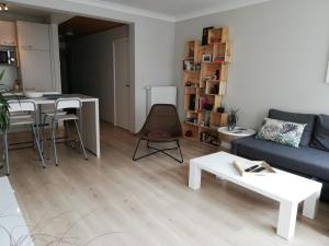 Een zitgedeelte bij appartement oostende vlak bij zee