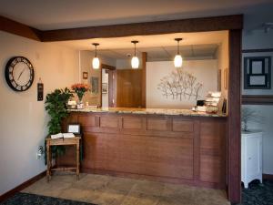The lobby or reception area at Casco Bay Inn