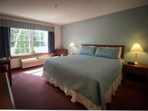 A bed or beds in a room at Casco Bay Inn