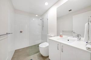 A bathroom at Palm Breeze