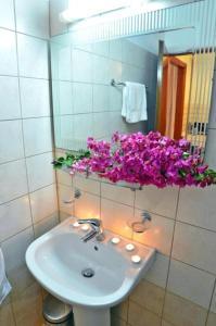 A bathroom at Elea Hotel Apartments and Villas